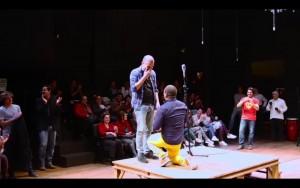 Facebook: una emocionante pedida de mano en Teatro La Plaza