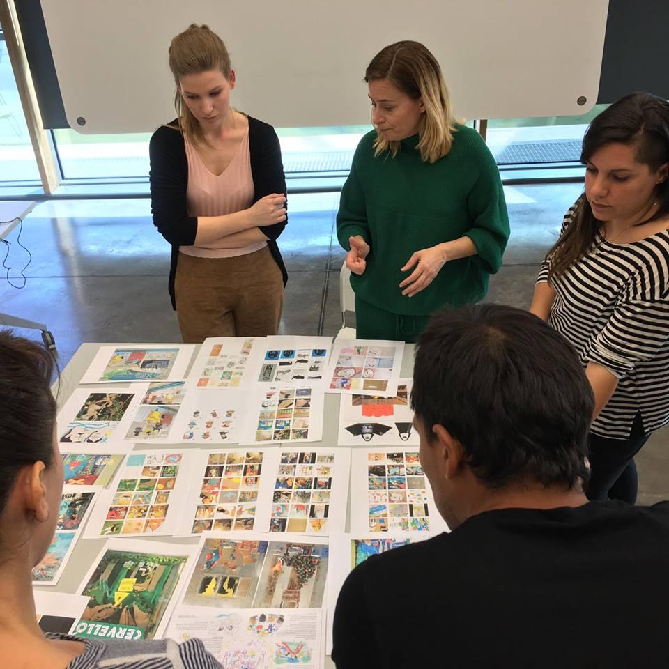 Sandra López en una sesión de trabajo con otros ilustradores (Foto: Pencil Ilustradores)
