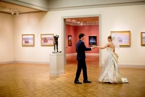 Boda en el Art Institute of Chicago (foto: Olivia Leigh Weddings