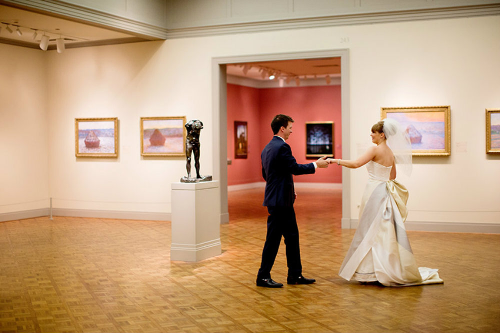 Boda en el Art Institute of Chicago (foto: Olivia Leigh Weddings